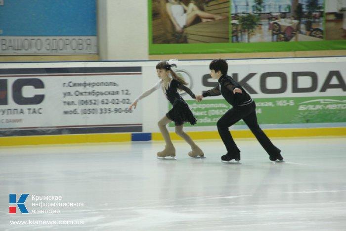 В Симферополе стартовал чемпионат по фигурному катанию
