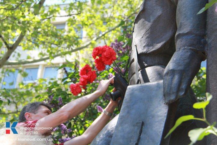 В Симферополе почтили память журналистов-фронтовиков