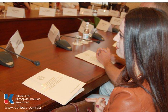 Премьер Крыма вручил разрешения на разработку земельных участков в Симферополе