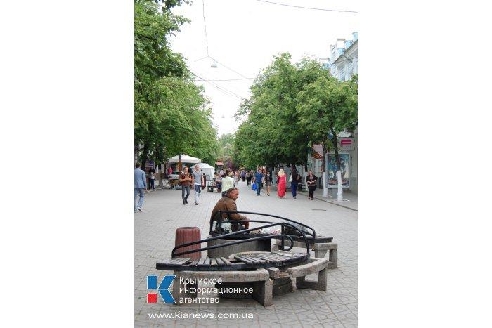 Фонари с улицы Пушкина в Симферополе перенесли в новый сквер