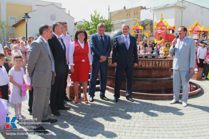 В Симферополе открыли сквер Республики
