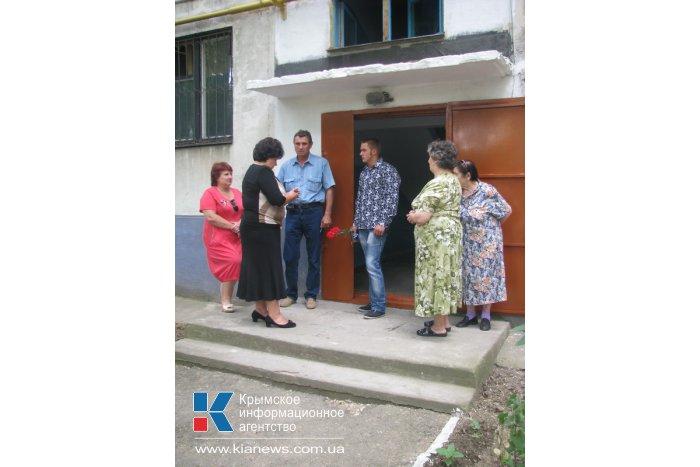 В Керчи 25 детей-сирот получили жилье