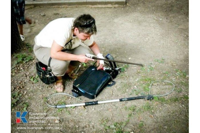 В Симферополе вороны помогли поймать сбежавшую мартышку