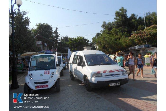 В Алуште прошел парад электромобилей