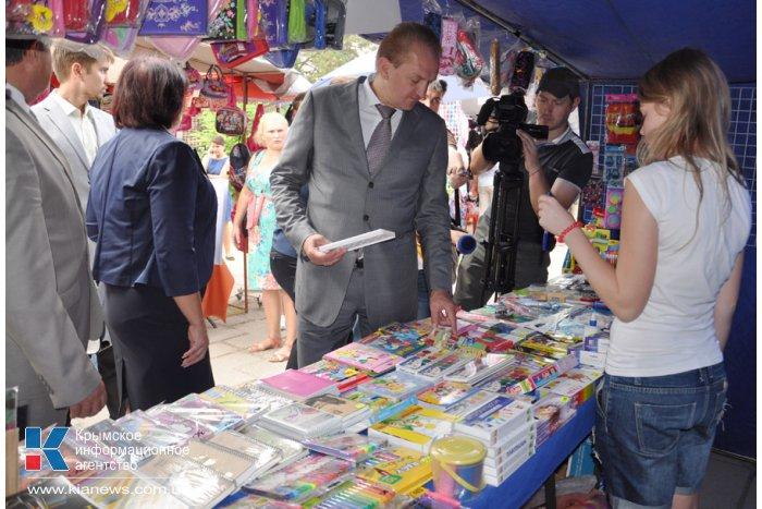 Крымский вице-премьер посетил школьный базар в Симферополе
