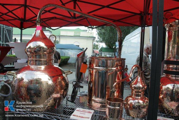 На фестивале «WineFeoFest» представили более 200 сортов вина