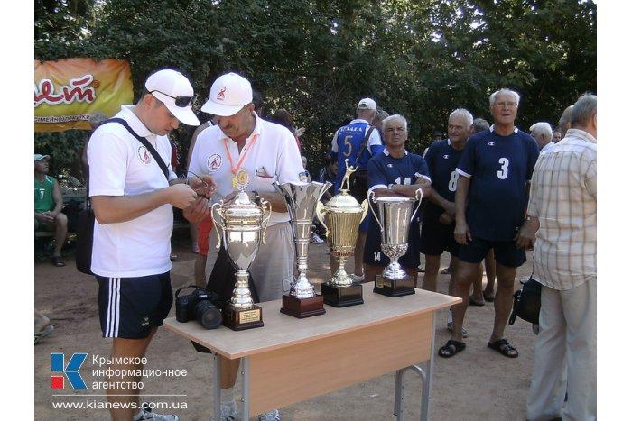 В Алуште проходят соревнования ветеранов волейбола