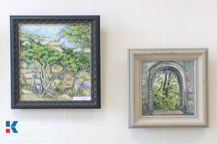 В Севастополе открылась выставка «Мир красок»