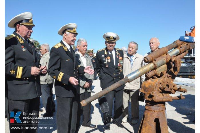 Черноморскому центру подводных исследований передали поднятые со дна орудия подлодки «Щ-216»