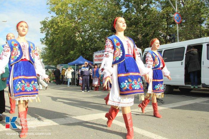 В Симферополе провели большую осеннюю ярмарку