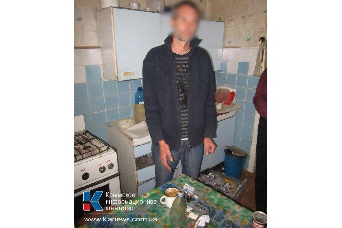 По наводке соседей в Евпатории накрыли наркопритон