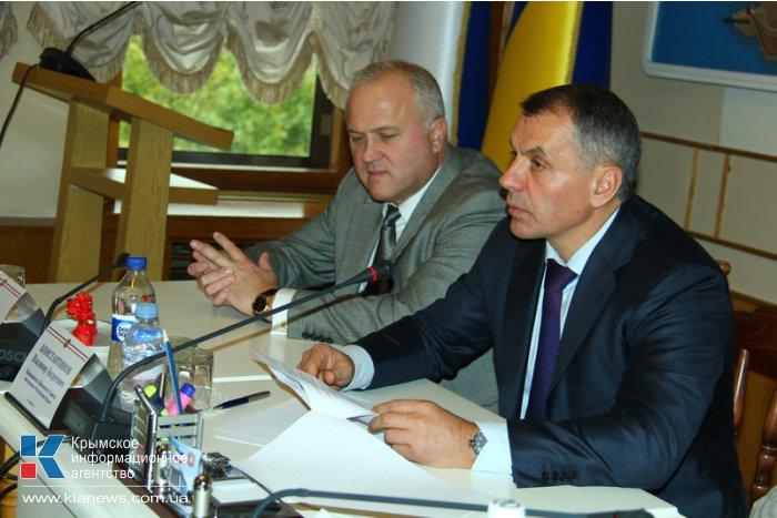 В крымском парламенте поздравили работников образования