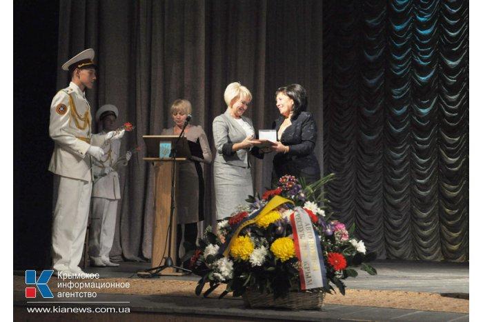 В Симферополе чествовали работников образования
