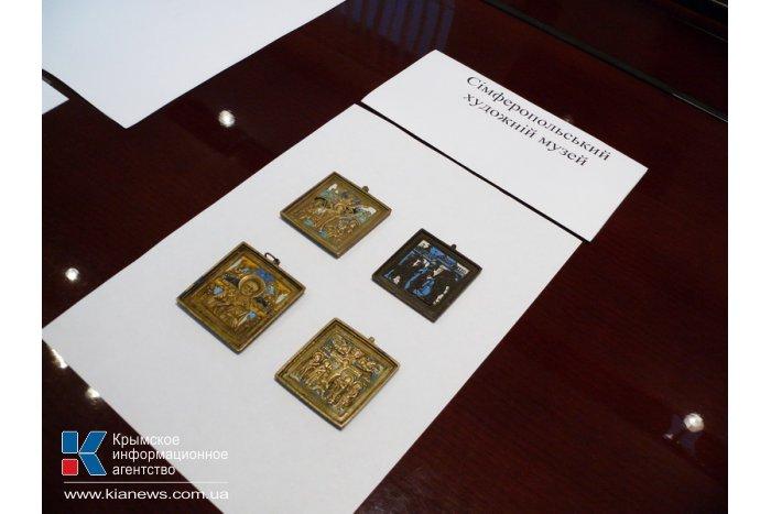Крымским музеям передали 66 изъятых на границе ценностей
