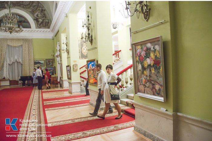 В севастопольском театре проходит семейная выставка