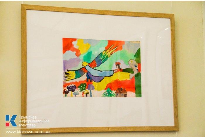 В Севастополе дети представили свои картины