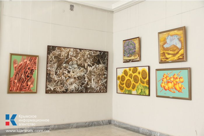 В Симферополе открылась выставка художника-авангардиста