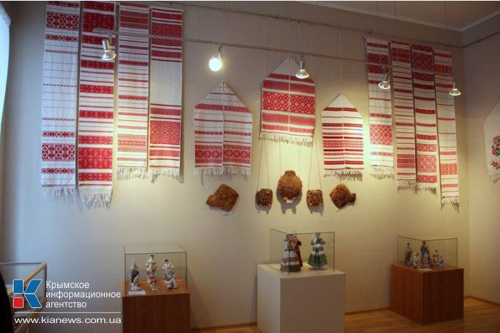 В Симферополе открылась выставка «Осенняя сюита»