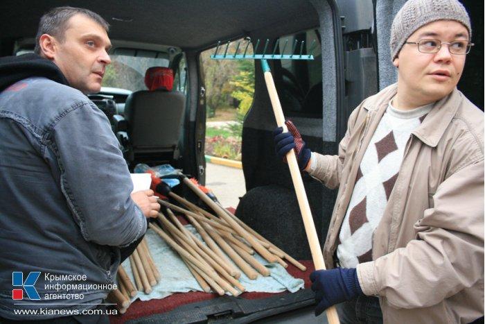В Симферополе провели субботник по расчистке Гагаринского парка