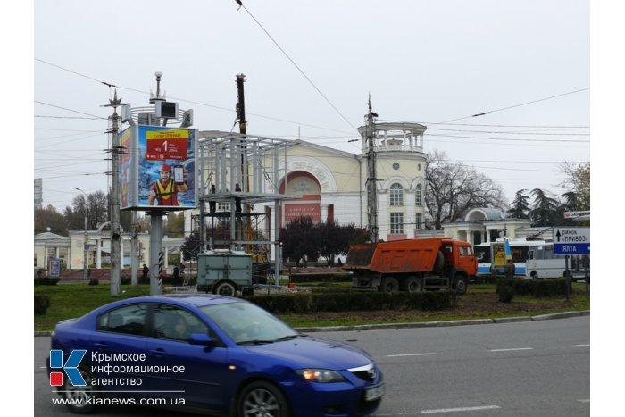 В Симферополе посреди дорожного кольца выросла металлическая башня