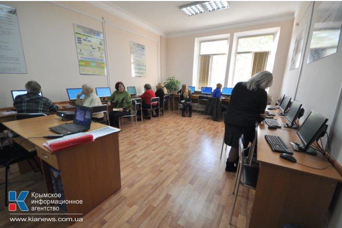 Пожилых людей в Симферополе будут учить компьютерной грамотности