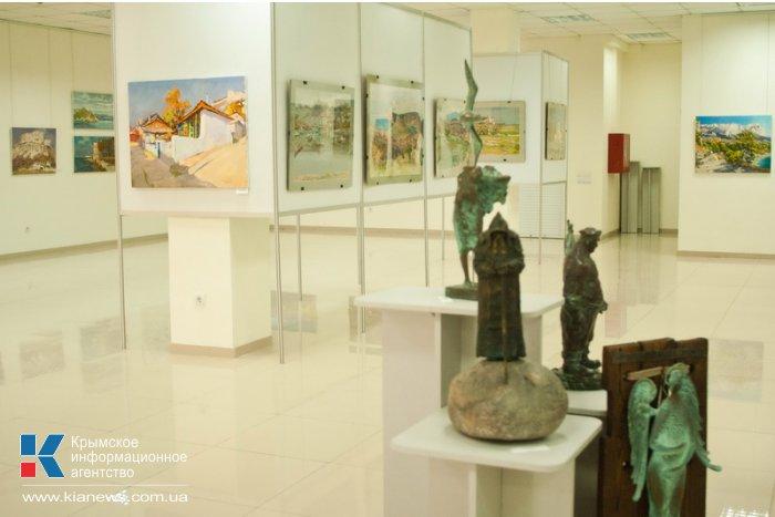 В Севастополе открылась выставка по итогам пленэра «Аквамарин»