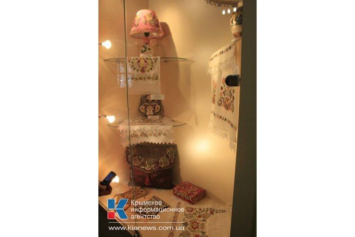 В Симферополе открылась выставка элементов крымскотатарской культуры