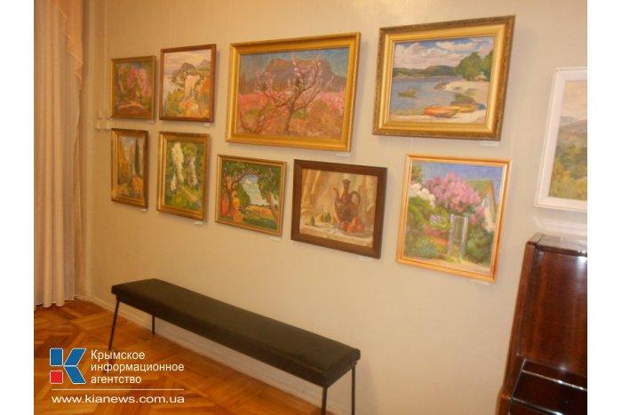В Алуште открылась юбилейная выставка крымского художника
