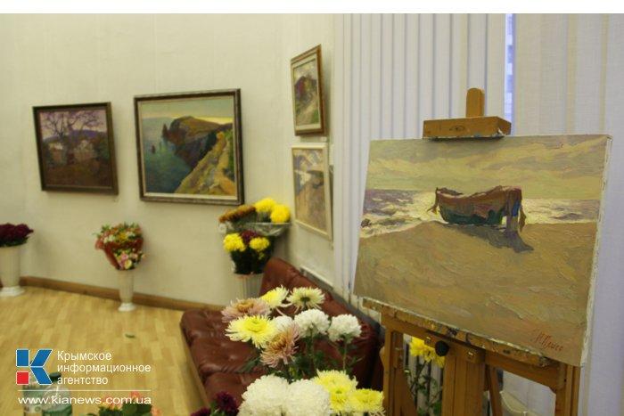 В Симферополе открылась выставка «Под золотым небом»
