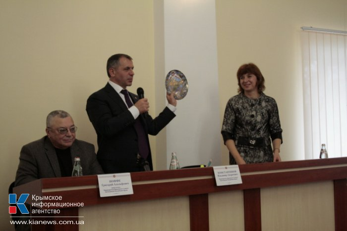 Крымский спикер в Симферополе ответил на вопросы студентов-юристов