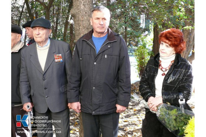 В Ялте открыли мемориальную доску летчику-герою