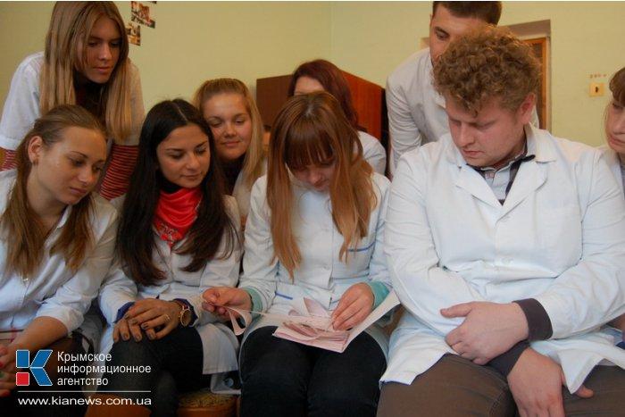 Крымских студентов-медиков познакомили с работой семейного врача