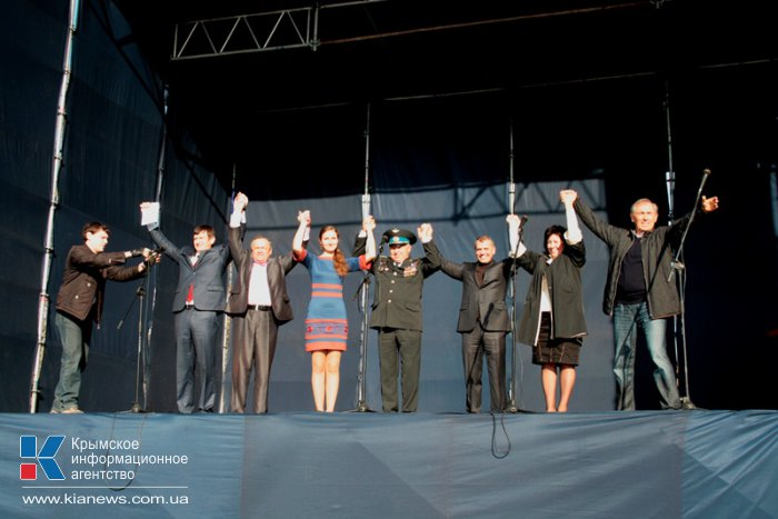 В Симферополе провели митинг в поддержку решения не подписывать соглашение об ассоциации с Евросоюзом