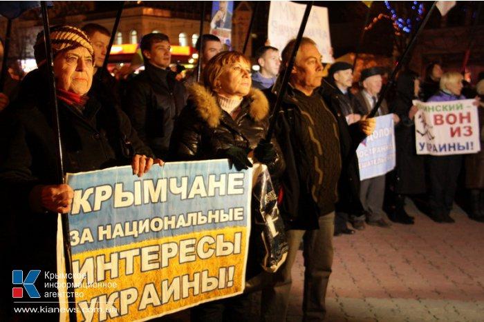 В Симферополе на митинг собралось 10 тыс. человек