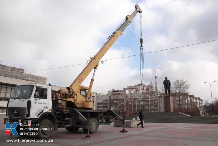 В Симферополе устанавливают городскую елку