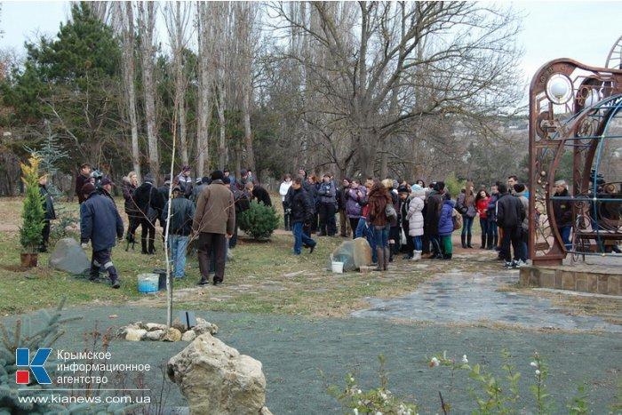 В ботаническом саду в Симферополе посадили деревья