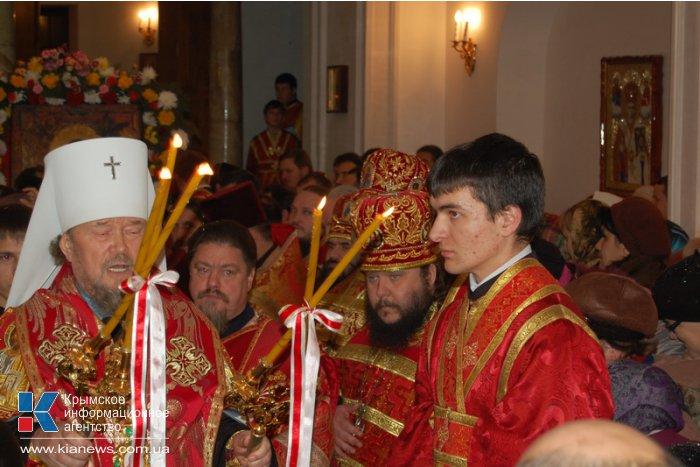 В Симферополь привезли мощи Георгия Победоносца