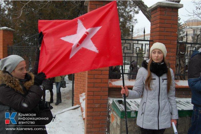 В Симферополе студенты митинговали против всех