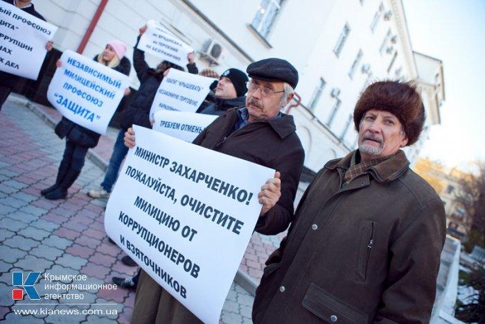 Сотрудники милиции вышли на митинг в Севастополе