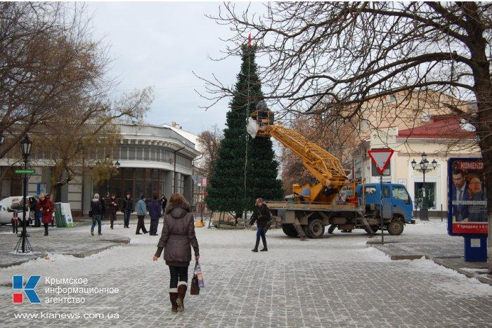 В Симферополе устанавливают еще одну елку