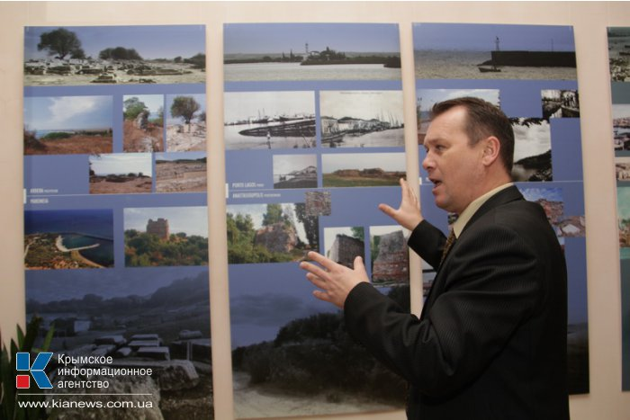 В Симферополе открылась выставка фотографий средневековых портов