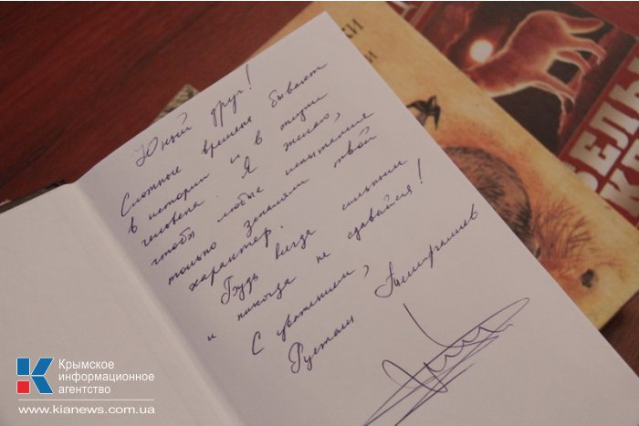 Члены Совета министров Крыма поучаствовали в акции «Книги, которые нас воспитали»