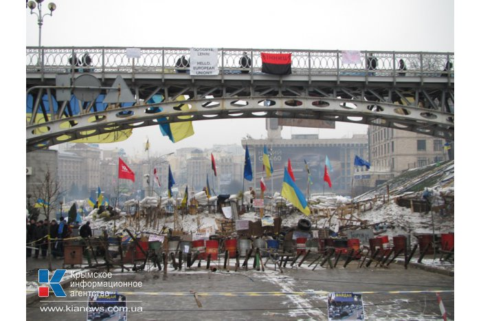 Майдан в Киеве: баррикады из мусора и граффити на стенах