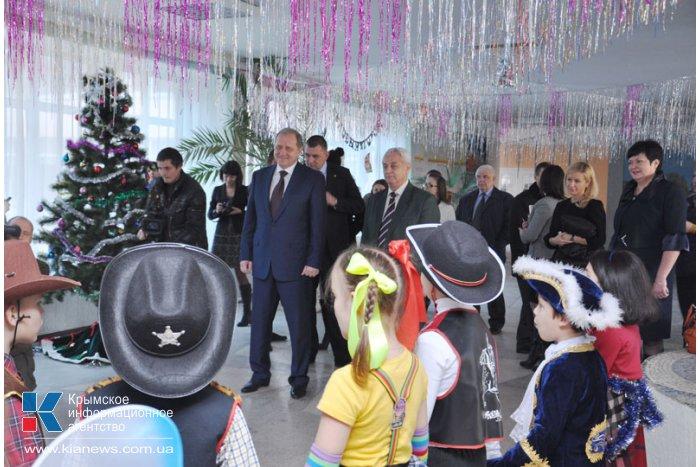 Крымский премьер в Симферополе презентовал школьникам книги на четырех языках