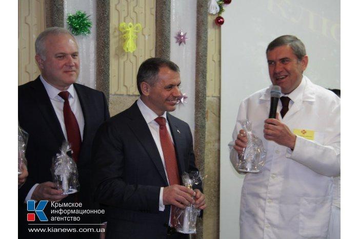 В Симферополе пациенты детской клинической больницы получили подарки ко Дню святого Николая