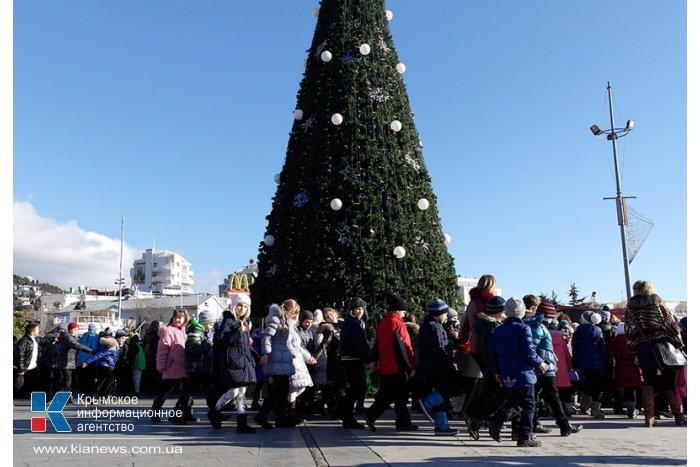 В Ялте открыли городскую елку