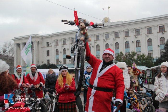 В Симферополе провели новогодний велопробег