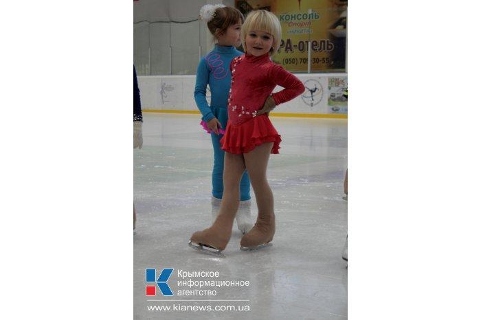 В Симферополе завершился новогодний турнир по фигурному катанию среди детей