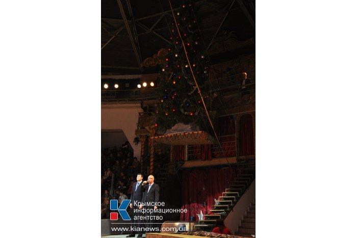 В симферопольском цирке открыли главную елку Крыма