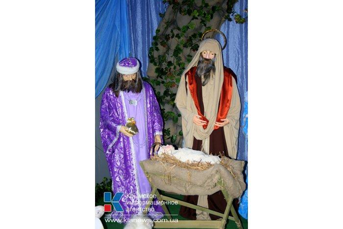В Симферополе открыли Рождественский вертеп
